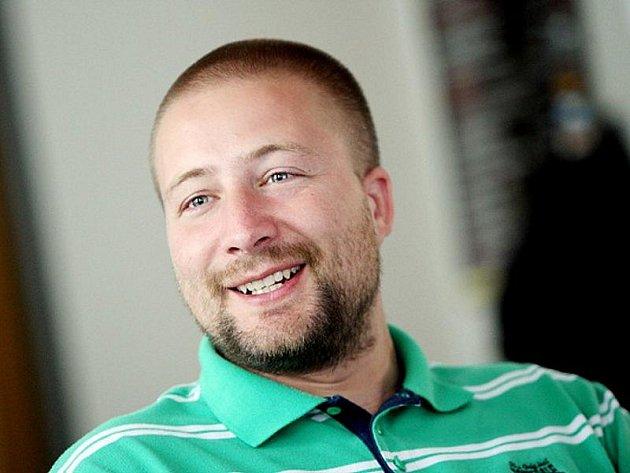 Hostem on-line rozhovoru byl mluvčí občanského sdružení Laxus Lukáš Gilányi