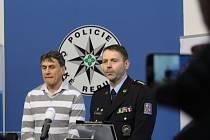 Krajští policisté 21. února informovali o dopadení dvojice ze středních Čech, která vykrádala garáže i na Královéhradecku. Svůj lup si pár detailně zaznamenával i do zápisníků.