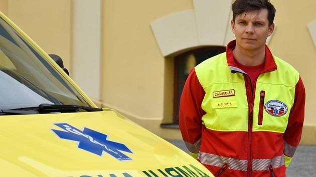 Záchranářský vozový park doplnila pětice nových sanitek.