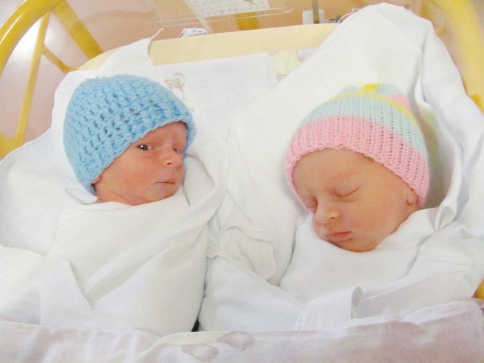 ELIŠKA A JAN PANENKOVI udělali svým příchodem na svět radost manželům Andree a Zdeňku Panenkovým. Dvojčátka se narodila 16. listopadu. Eliška ve 13,53 hodin s délkou 45 cm a váhou 2360 g a Jan ve 13,54 s délkou 47 cm a váhou 2260 g.