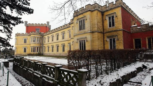 Hrádek u Nechanic: Vrchol sezony, kdy návštěvnost zdejšího zámku překonává i letní měsíce. Taková je dva týdny trvající akce Vánoce na zámku.