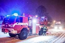 Sněhová kamalita v dopravě na Královéhradecku.