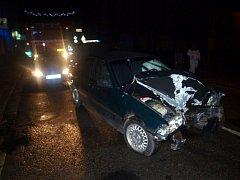 Havárie osobního vozidla na Revoluční třídě v Novém Bydžově.