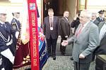 Prezident Zeman přijel na Pivovarske náměstí do Hradce Králové a přivítal se s hejtmanem Královéhradeckého kraje Lubomirem Francem