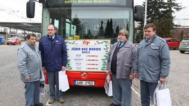 Dopravní podnik města Hradce Králové ocenil řidiče za dlouhodobou jízdu bez nehody.