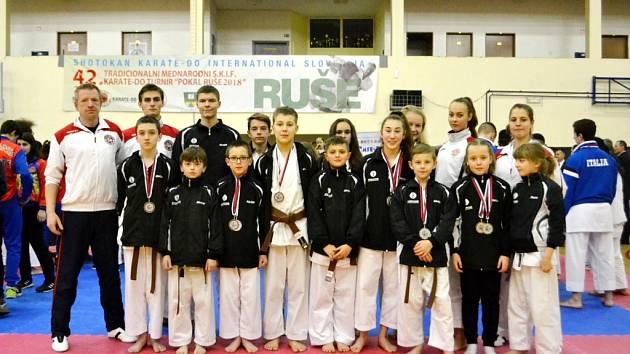 Závodníci SK Karate Spartak Hradec Králové vybojovali na slovinském Ruše Cupu dohromady devět cenných kovů. Jednalo se o další test na domácí mistrovství světa.