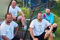 HVĚZDY V AKCI. V Libčanech v charitativním utkání nastoupili také (zleva) Radim Holub, Tomáš Blažek, Karel Piták a Matěj Poul.