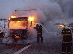 Nehoda na dálnici D11 u Chlumce nad Cidlinou (3. prosince 2010).