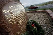 Dalších dvacet z více než 480 pomníků v hradeckém regionu připomínajících události spojené s bitvou na Chlumu z roku 1866 se konečně dočkaly nového hávu. Hejtmanka u Rozběřic  byla jedním ze čtyř vojenských hřbitovů, které se letošním roce podařilo komité