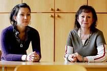Matka a dcera - Stanislava a Yumiko Satóovi žijí v Novém Bydžově. Obě pracují v mateřské škole F. Palackého - paní Satóová  jako asistentka pedagoga, slečna Yumiko jako učitelka.