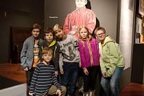 Hradečtí školáci na návštěvě výstavy Architektura pro korunu.