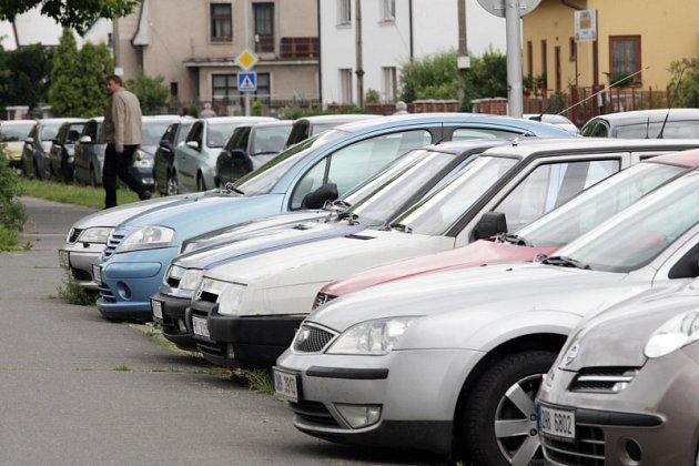Parkování v centru Hradce Králové.
