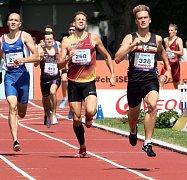 Lukáš Hodboď  ze Sokola Hradec Králové zase ovládl běh mužů na 800 m ve svém nejlepším letošním výkonu 1:47,36 a k tomu přidal stříbro ve štafetě na 4x 400 m.