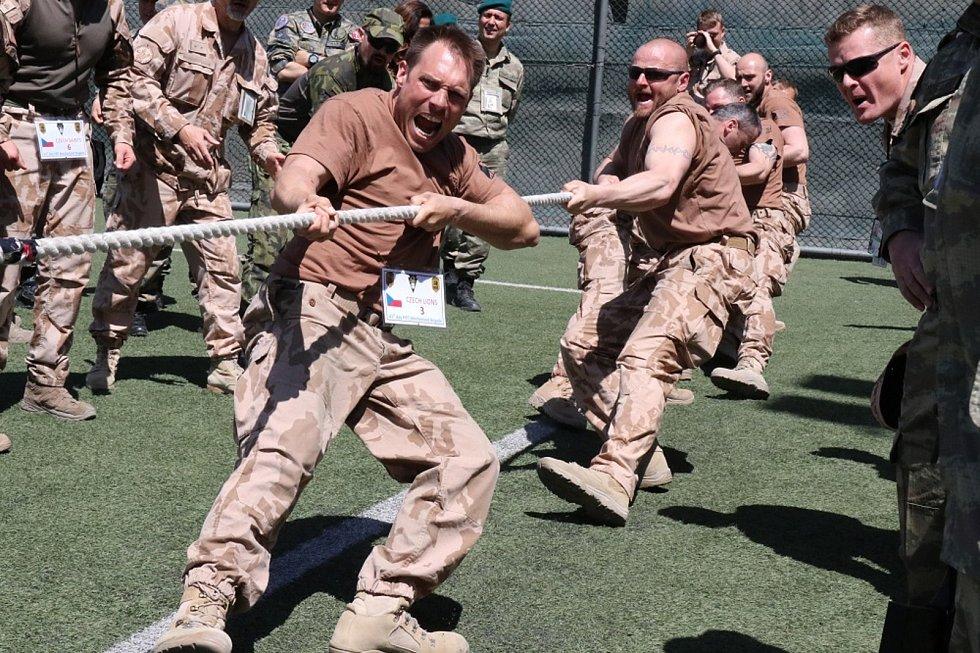 I během nasazení v Afghánistánu se našel čas na aktivní odpočinek. Vojáci se zapojili do mezinárodního závodu, který organizovala portugalská brigáda. Foto: Archiv Ministerstva obrany