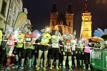 Běžecký závod Night Run v centru Hradce Králové.