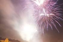 Rok začal v Hradci tradičně. Na Velkém náměstí se podávala čočková polévka a poté se tady konal ohňostroj.