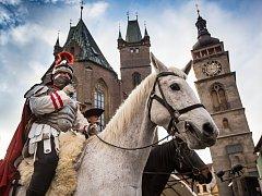 Svatý Martin na bílém koni na hradeckém Velkém náměstí.