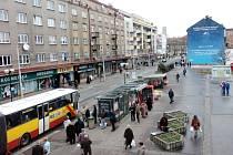 Bývalou tržnici by měla nahradit obchodní pasáž Amadeus. Hradečtí se bouří.