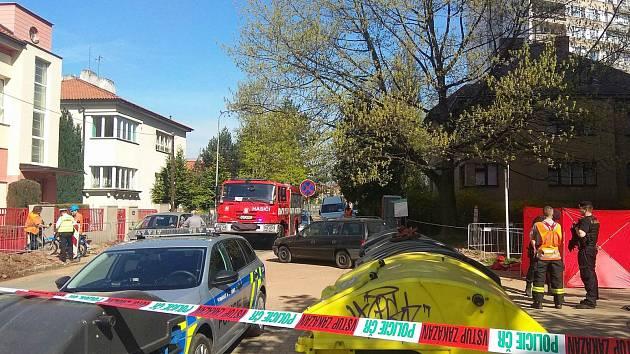 69letou ženu srazil v Baarově ulici v Hradci Králové bagr. Ta na místě zemřela.