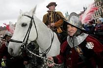 Stovky lidí zhlédly 11. listopadu 2009 na Velkém náměstí v historickém centru krajského města příjezd Martina na bílém koni. Náměstek primátora Martin Soukup, který byl v sedle bělouše, zároveň pozval turisty do Hradce i v zimní sezoně.