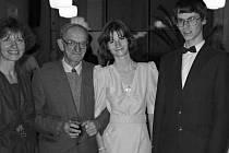 Taneční v roce 1998 - Olinka a její rodina.
