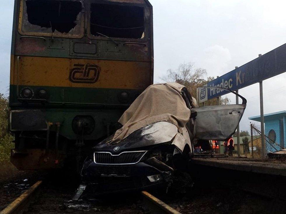 Tragická srážka osobního vlaku s osobním automobilem. Archivní foto.