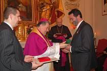 Papežská vyznamenání pro osobnosti královéhradecké diecéze