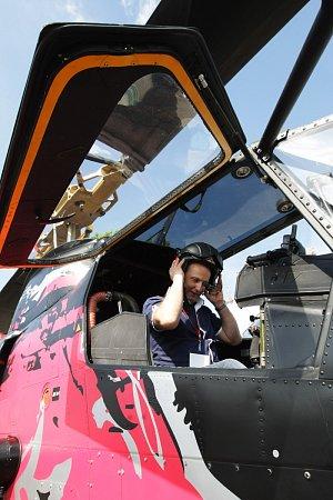 Přehlídka vrtulníků European Helicopter Show na letišti vHradci Králové.