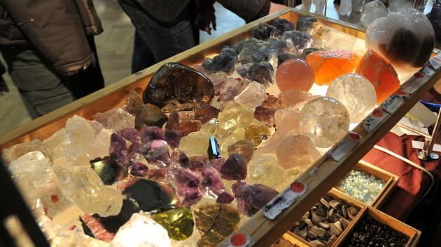 Výstava minerálů a drahých kamenů v hradecké Střelnici.