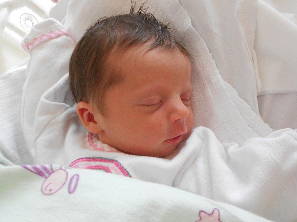 Eva Oždianová poprvé vykoukla na svět 8. 5. 2021 v4:45 hodin. Vážila 2 770 g a měřila 48 cm. Hrdí rodiče Kateřina a Josef jsou zTýniště nad Orlicí. Eva má sestřičku Annu. Tatínek to u porodu zvládl skvěle.