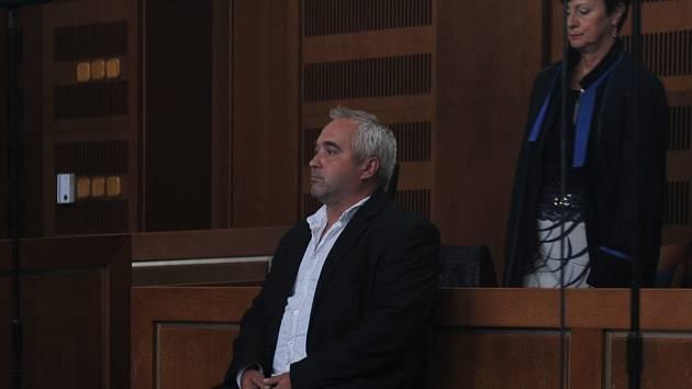 Odsouzený Jan Turci před senátem Krajského soudu v Hradci Králové.