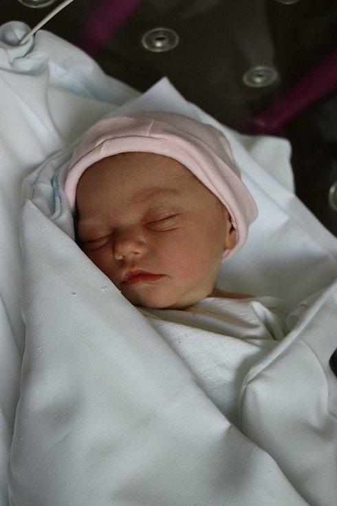 KATEŘINA ŠEJVLOVÁ se narodila 21. července ve 14.43 hodin. Měřila 50 cm a vážila 3060 g. Velkou radost udělala svým rodičům Lucii a Lukáši Šejvlovým z Hradce Králové.