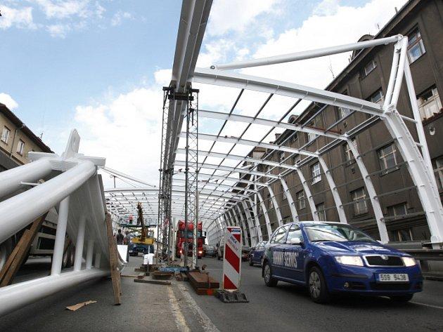 Stavba protihlukového tunelu v Okružní ulici v Hradci Králové