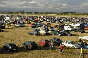 Desítky tisíc milovníků vyšperkovaných aut přijdou o hradeckou Tuning party.