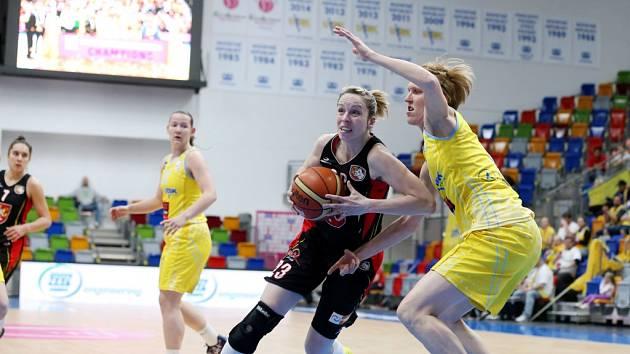 Ženská basketbalová liga - finále play off: ZVVZ USK Praha - TJ Sokol Hradec Králové.