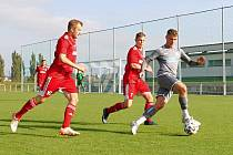 JEDNU ZE ČTYŘ REMÍZ 10. kola krajského přeboru přineslo utkání Vrchlabí (v šedém) versus Libčany (2:2, na penalty 4:2).