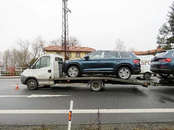 Kolize osobního automobilu snávěsem vleku jiného vozidla vTřebechovicích pod Orebem.