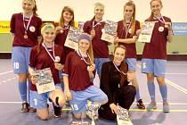 Florbalistky z hradecké Sion High School na republikovém finále soutěže Top 8 Východ organizované v rámci projektu Pohár českého florbalu středních škol.