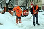 Ulice v Hradci Králové zasypal 28. ledna 2010 další sníh.