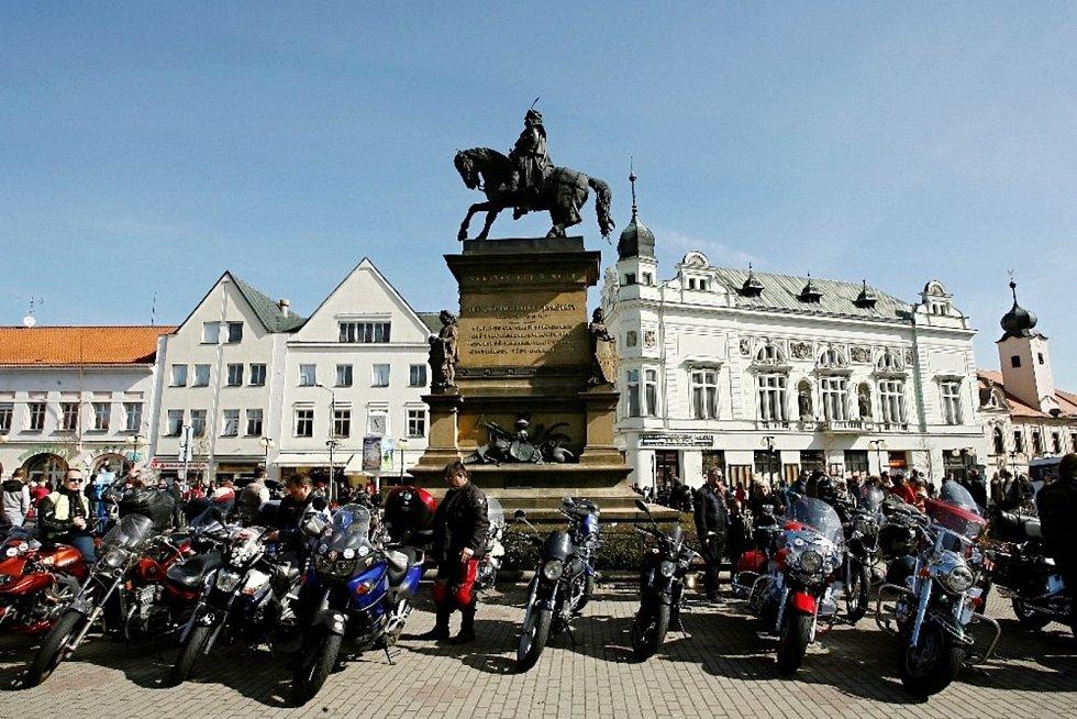 Oficiální zahájení motorkářské sezony v Poděbradech.