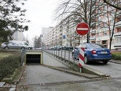 Parkování pod zemí v Jungmannově ulici v Hradci Králové.