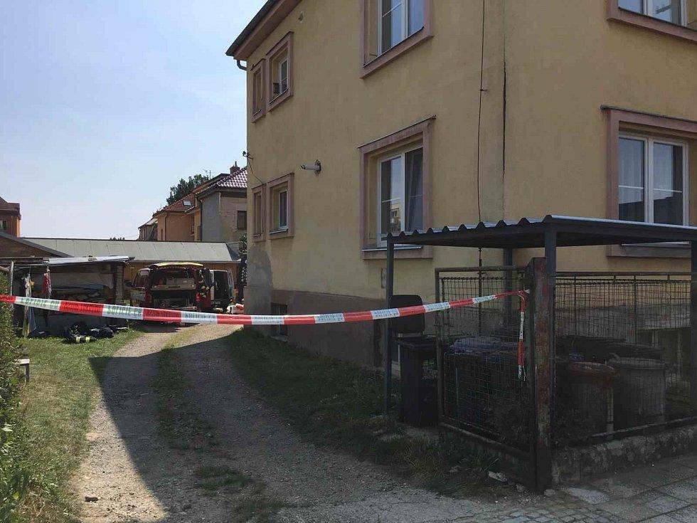 V Třebechovicích pod Orebem spadla zeď v domě, zavalila člověka.