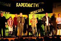 Detektivní komedie Vraždící břitva v podání Divadelního souboru Jirásek - skupiny Temno v sále obecní hospody v Bolehošti.