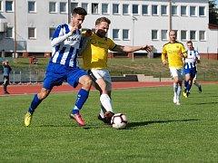 Jičínský fotbalista Marek Kocourek (v modrém).