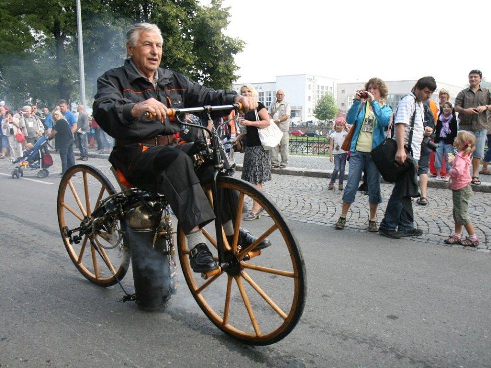 Nábřeží paromilů v Hradci Králové.