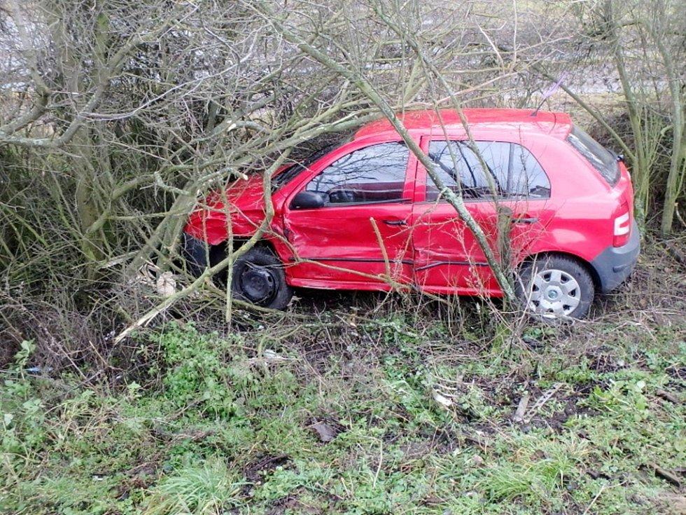 Dopravní nehoda dvou osobních automobilů u Smiřic.