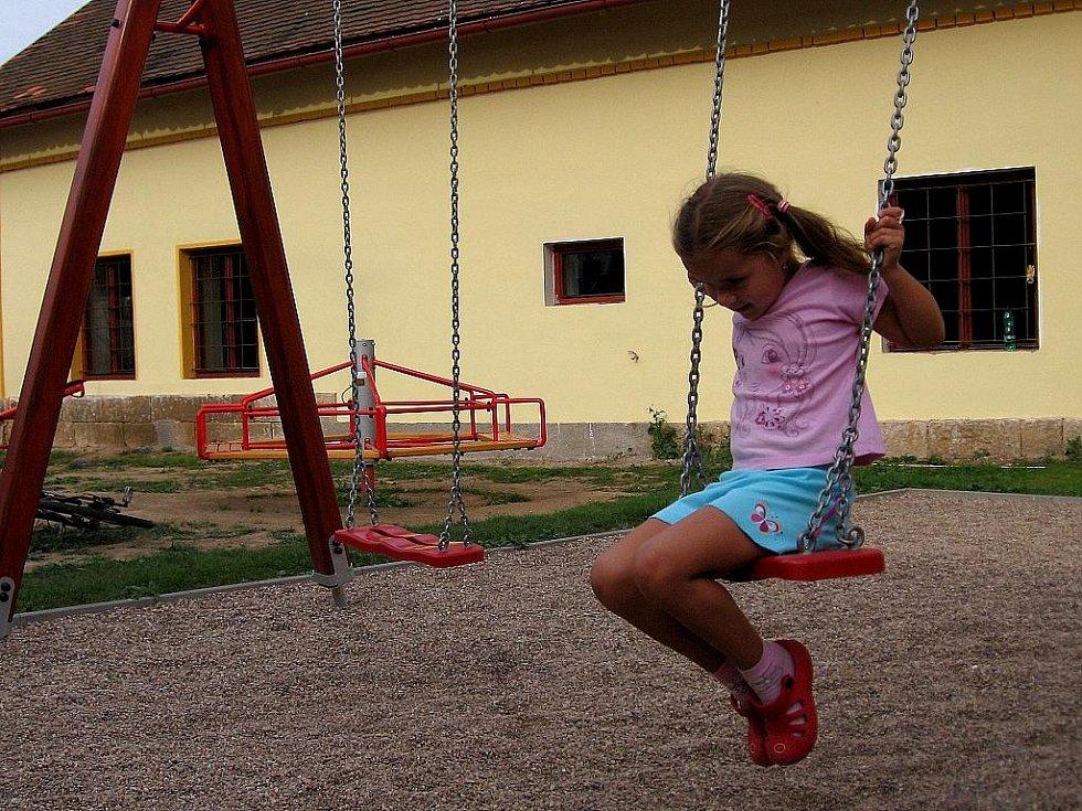 Nové dětské hřiště v Sověticích.