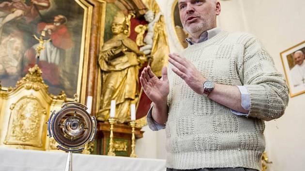 Umělecký zlatník Pavel Šrytr.