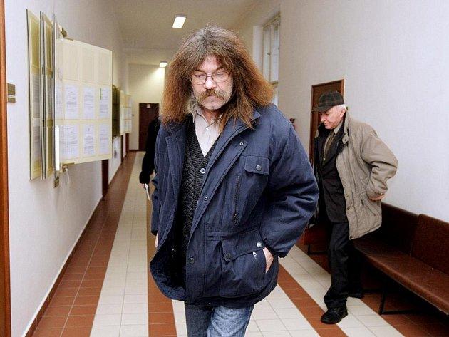 Krajský soud v Hradci králové rozhodl, že Josef Pekárek má dostat od hradeckého dopravního podniku 600 tisíc korun.