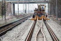 Zdvojkolejňování železniční trati mezi Hradcem Králové a Pardubicemi.